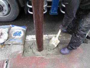 街路灯コンクリート打設工
